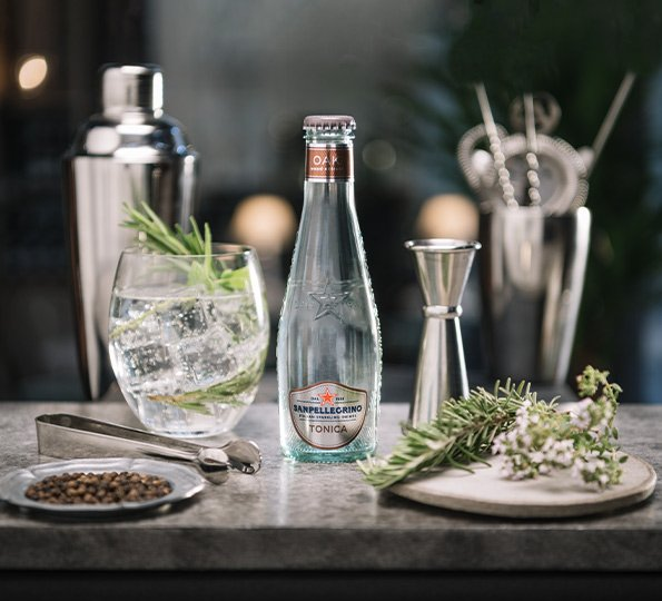 Sanpellegrino sparkling tonica oakwood with rosemary