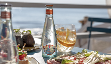 Sanpellegrino tonica citrus and cut oranges with mint